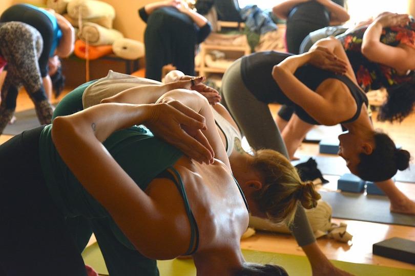 exercice cours yoga loisir photo ShushiPu via Pixabay CC0 et INFOSuroit