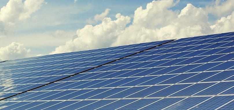 panneaux solaires energie verte photo Andreas160578 via Pixabay CC0 et INFOSuroit