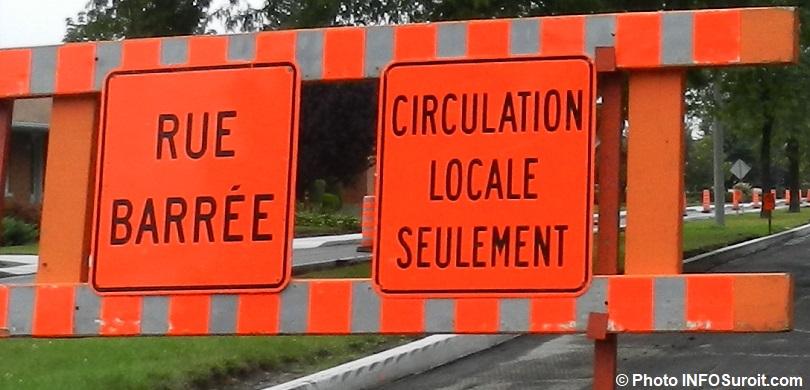 travaux-detour-signalisation-panneau-rue-barree-circulation-locale-Photo-INFOSuroit_com