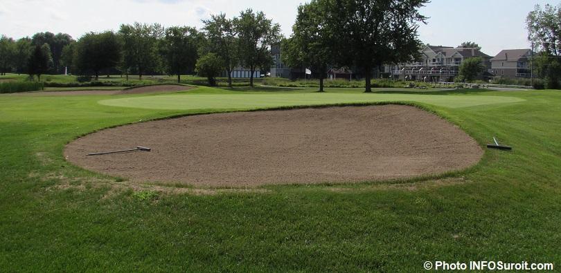 trou numero 9 Club de golf Valleyfield trappes de sable drapeau photo INFOSuroit