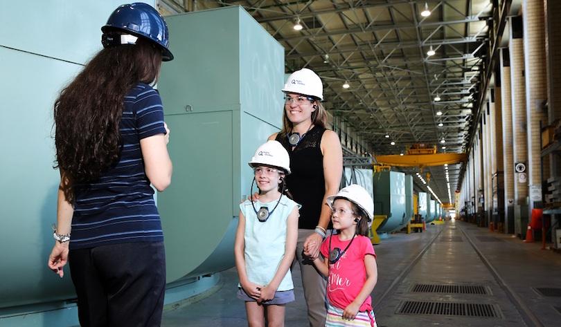 visiteurs famille Centrale hydroelectrique Beauharnois photo courtoisie CLD