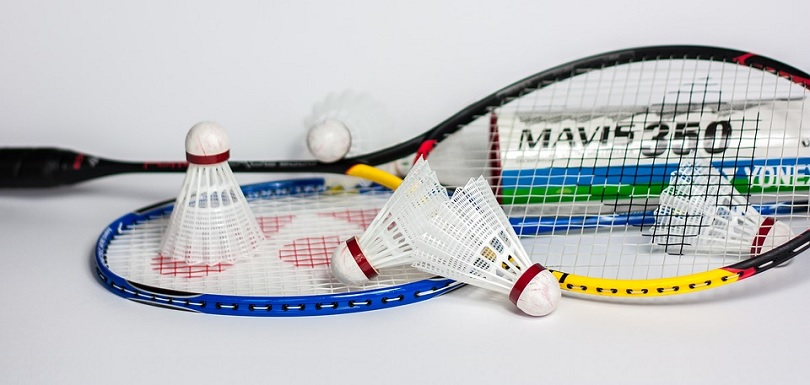 Badminton raquettes et volants Photo Inproperstyle via Pixabay CC0 et INFOSuroit