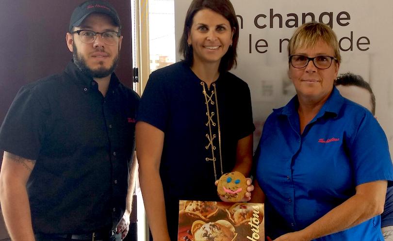 Biscuit-sourire-2018-pour-la-Fondation-Hopital-Suroit-DanLajeunesse-KFavreauOBrien-et-SylvieFecteau-photo-FHS