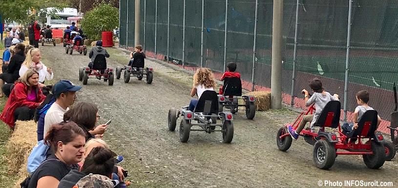 festival des couleurs de Rigaud go-kart a pedales familles visiteurs oct2017 photo INFOSuroit