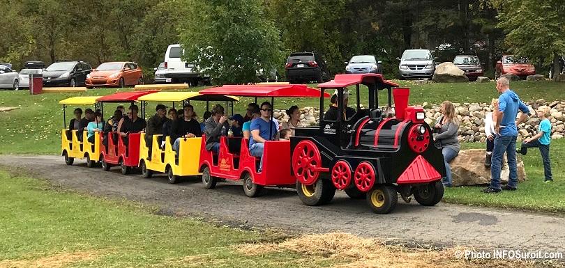 festival des couleurs de Rigaud petit train familles oct2017 photo INFOSuroit