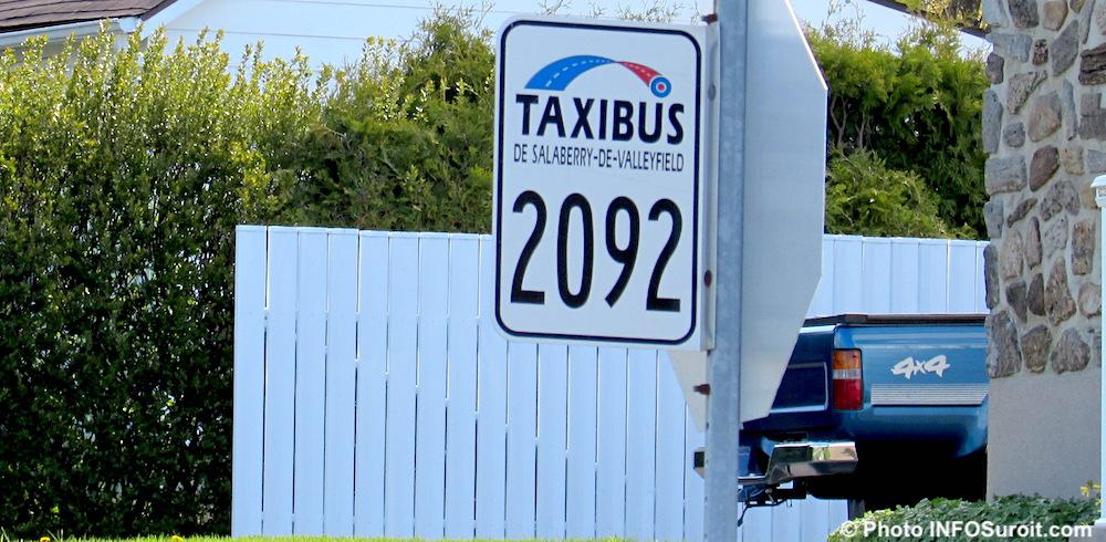 panneau du Taxibus de Valleyfield a St-Timothee mai2017 photo INFOSuroit