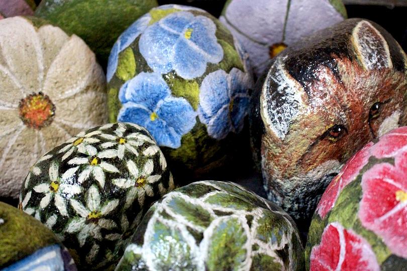 peinture sur pierre roche arts visuels photo Fuzz via Pixabay CC0 et INFosuroit
