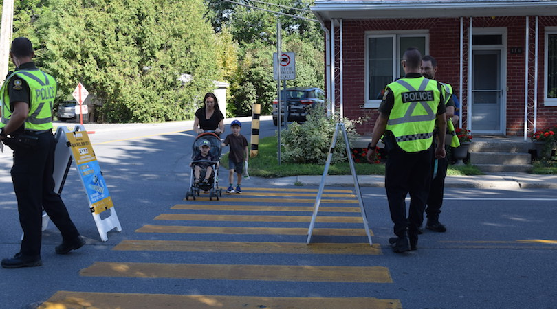 police SQ pietons traverse famille sensibilisation St-Louis-de-Gonzague photo MRC