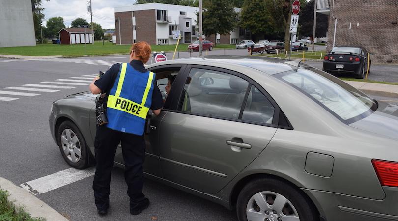 securite pietons operation senbilisation police pres ecole Beauharnois sept2018 photo MRC