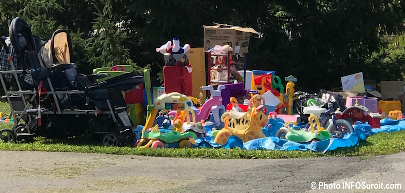 vente de garage jouets enfants carosses bibelots sept2018 photo INFOSuroit