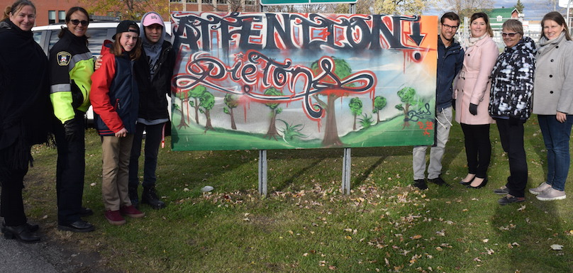 Bon_pied_bon_oeil inauguration panneau de sensibilisation pietons a Beauharnois photo MRC