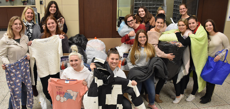 Cegep Valleyfield etudiants TES et Service psychosocial pour Nuit des sans-abri 2018 photo via ColVal
