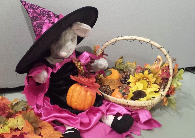 Cyprienne en sorciere pour Halloween photo courtoisie Musee_regional_VS