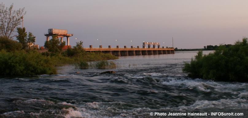 barrage-St-Timothee-coucher-de-soleil-fleuve-St-Laurent-lac-St-Louis-Copyright-photo-Jeannine_Haineault-via-INFOSuroit