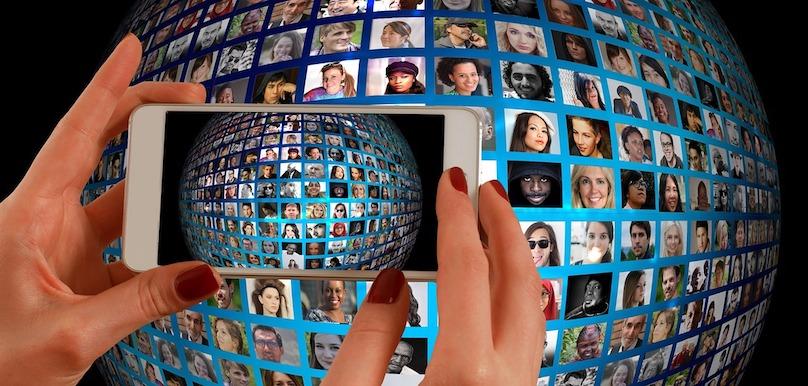 developpement social cellulaire iPhone collectif visuel geralt via Pixabay CC0 et INFOSuroit