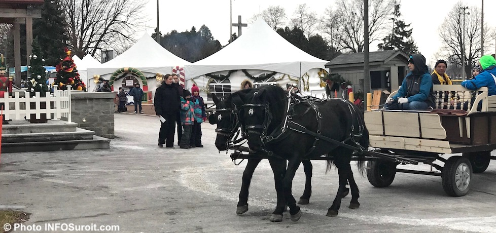 magie des fetes parc Delpha-Sauve Valleyfield decor kiosques carriole chevaux dec2017 photo INFOSuroit