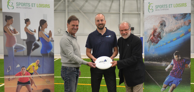 ultimate frisbee au Sportplex Chateauguay maires de la regie avec DG federation photo via VC