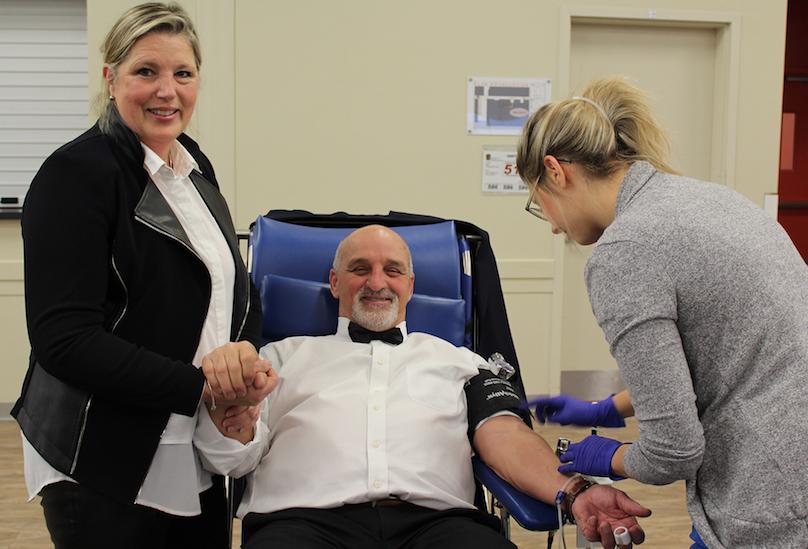 NicoleSeguin presidente d_honneur collecte de sang du maire de VD 2018 GuyPilon et employee Hema-Qc photo VD