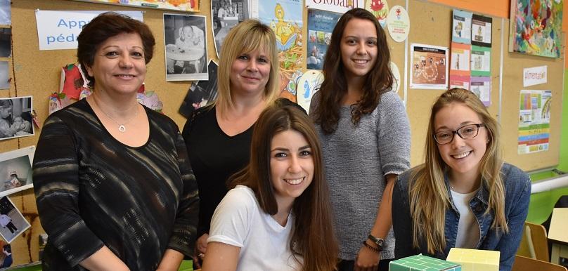 enseignante et etudiantes techniques education enfance stage au Liban photo via ColVal