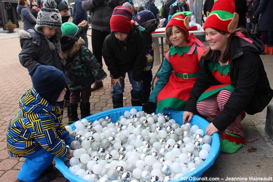fete-Noel-2017-Place-du-Marche-Beauharnois-enfants-et-lutins-photo-INFOSuroit-J_Haineault