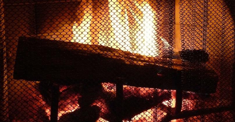 foyer feu de bois chauffage hiver chaleur flammes photo JudeNicholson via Pixabay CC0 et INFOSuroit