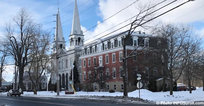 hotel de ville centre municipal bibliotheque et eglise fev2018 photo INFOSuroit