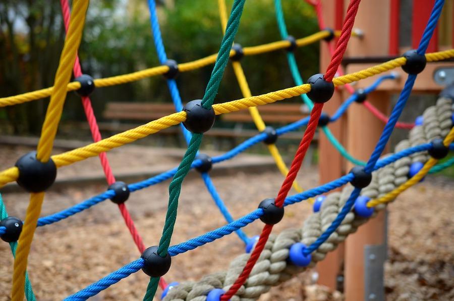 parc module jeu pour enfants photo CongerDesign via Pixabay CC0 et INFOSuroit