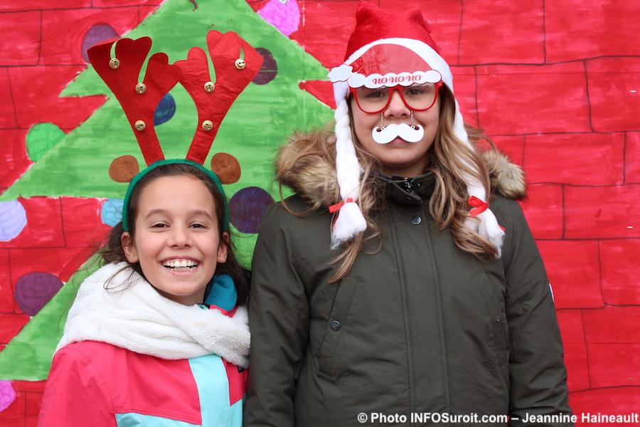 place-du-marche-fete-Noel-2017-lutins-enfants-photo-INFOSuroit-Jeannine_Haineaul