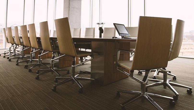 salle conference reunion renconcontre consiel administration visuel Free-Photos via Pixabay CC0 et INFOSuroit
