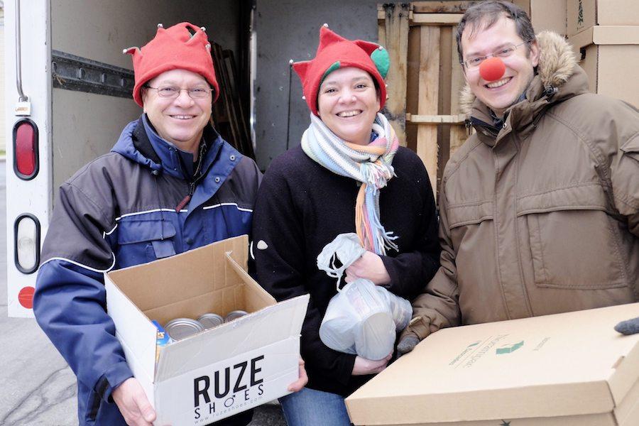 trois des benevoles Guignolee des paroissses a Valleyfield photo Service alimentaire communautaire SAC