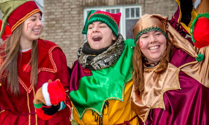 trois lutins du pere Noel en tournee dans les parcs de Vaudreuil-Dorion photo via VD