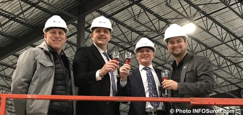 un toast pour complexe industriel Valdev avec maire MLemieux photo INFOSuroit