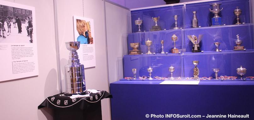 Coupe Stanley trophees expo Amen_nous_la_coupe a voir au MUSO photo INFOSuroit-Jeannine_Haineault