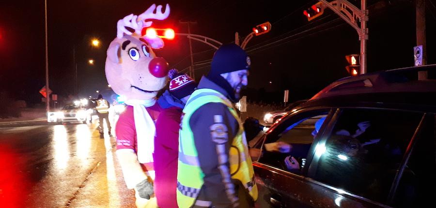 Nez_Rouge avec policiers de la SQ controle routier 2018 dans Vaudreuil-Soulanges photo via SQ