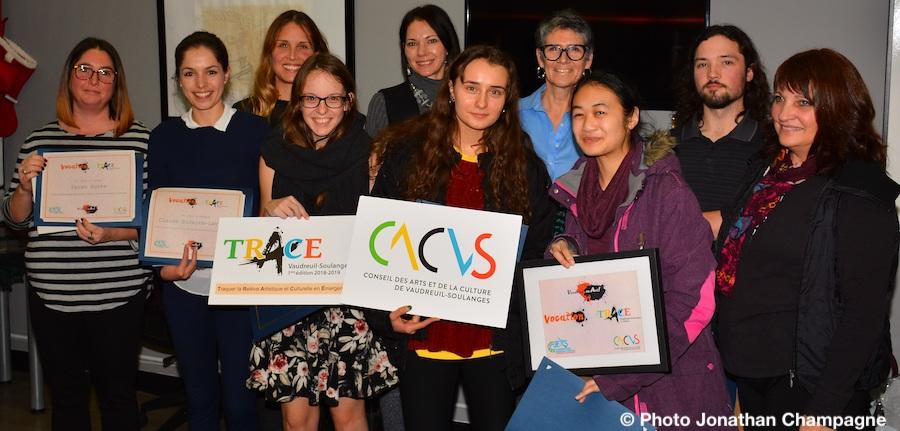 Vocation en art 2018 les gagnants avec artistes membres du jury et CACVS photo Jonathan_Champagne via CJEVS
