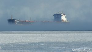 bateau-hiver-glace-froid-neige-pres-pont-St-Louis-Copyright-photo-Jeannine_Haineault