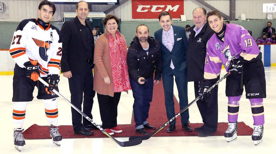 hockey Match en lilas des Riverains College Charles-Lemoyne pour Fondation Anna-Laberge photo courtoisie FAL
