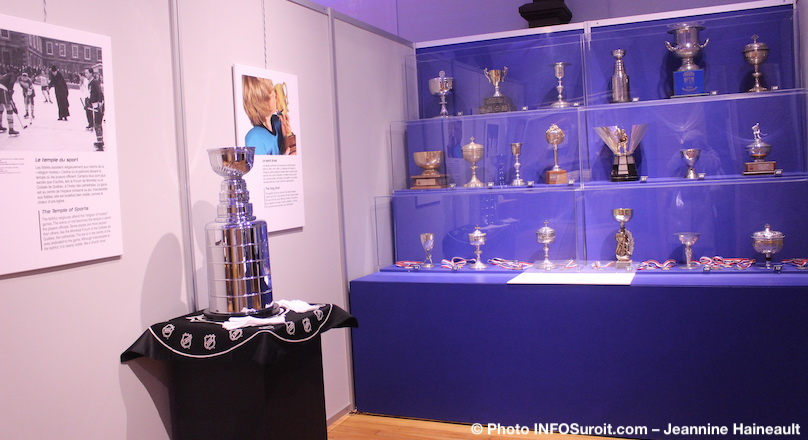 trophees et Coupe Stanley expo au MUSO Amen_nous_la_coupe photo INFOSuroit-Jeannine_Haineault
