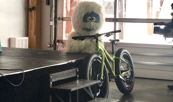 Fatbike et mascotte Yeti du Yeti-Fest 2019 photo INFOSuroit via AM