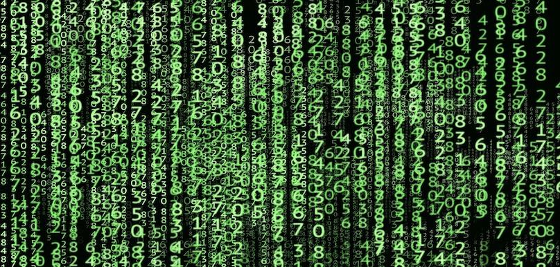 code informatique chiffres technologie visuel DesignWebJAE via Pixabay CC0 et INFOSuroit