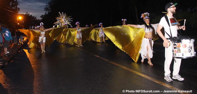 parade-defile-Mozaik-Vaudreuil-Dorion-participants-photo-JHaineault-INFOSuroit
