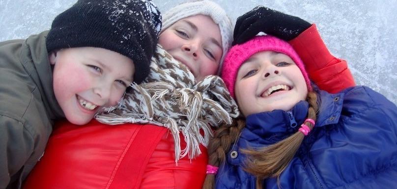 patinage enfants sourire hiver photo Riala via Pixabay CC0 et INFOSuroit_com