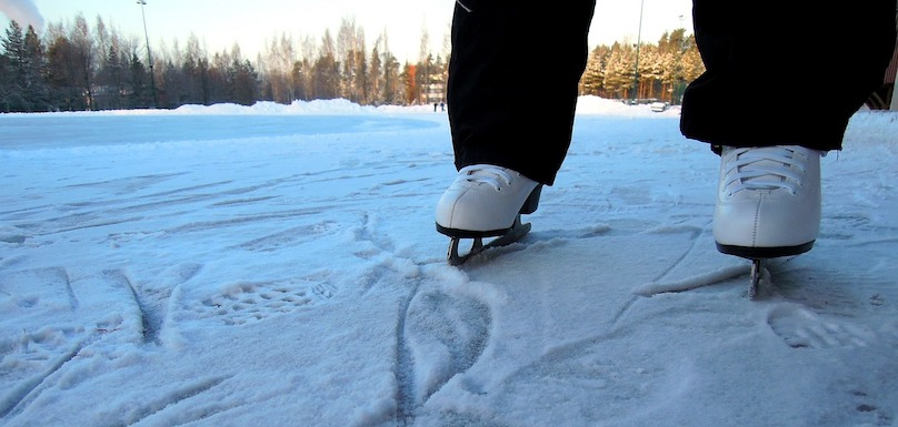 patinage patins glace neige photo AnneiLeino via Pixabay CC0 et INFOSuroit_com - copi