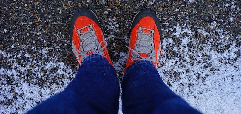 pieds course espadrilles souliers de course neige Photo Hans via Pixabay CC0 et INFOSuroit