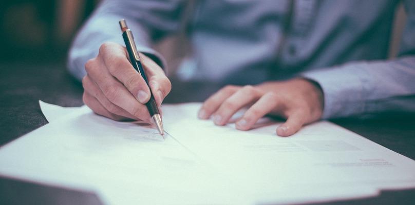 Signature entente contrat convention formulaire photo Free-Photos via Pixabay CC0 et INFOSuroit