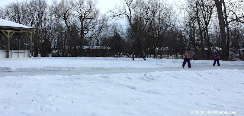 anneau de glace patineurs parc regional des iles St-Timothee photo INFOSuroit