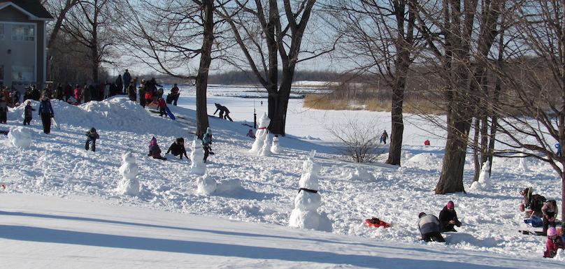 hiver familles bonshommes de neige glissade parc des iles Photo INFOSuroit