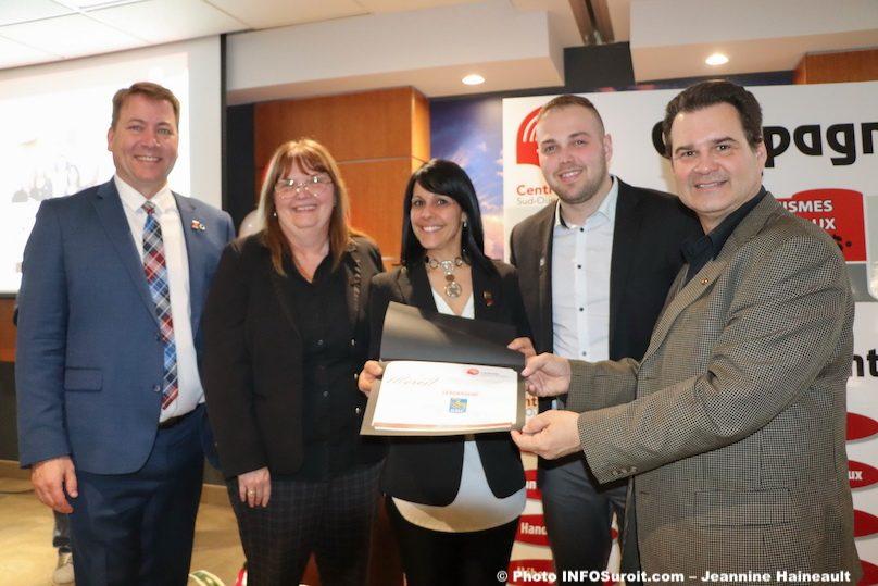 Centraide certificat reconnaissance Leadership a la RBC photo JHaineault INFOSuroit