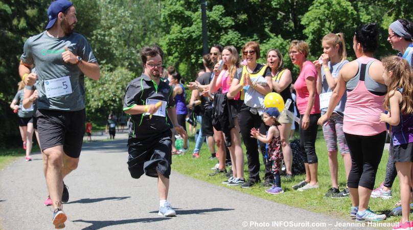 Defi_FRAS-2018-defi-corporatif-coureurs-equipe-Desjardins-photo-JHaineault-INFOSuroit