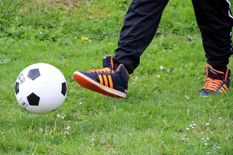 ballon soccer sport loisir enfant photo Myriams-Fotos via Pixabay et INFOSuroit